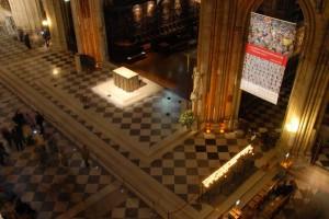 Vue des tribunes de l'ensemble du plateau liturgique