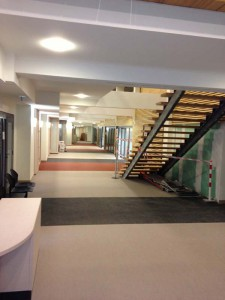 Découpe des planchers pour escalier principal RDC et coursive d'accueil